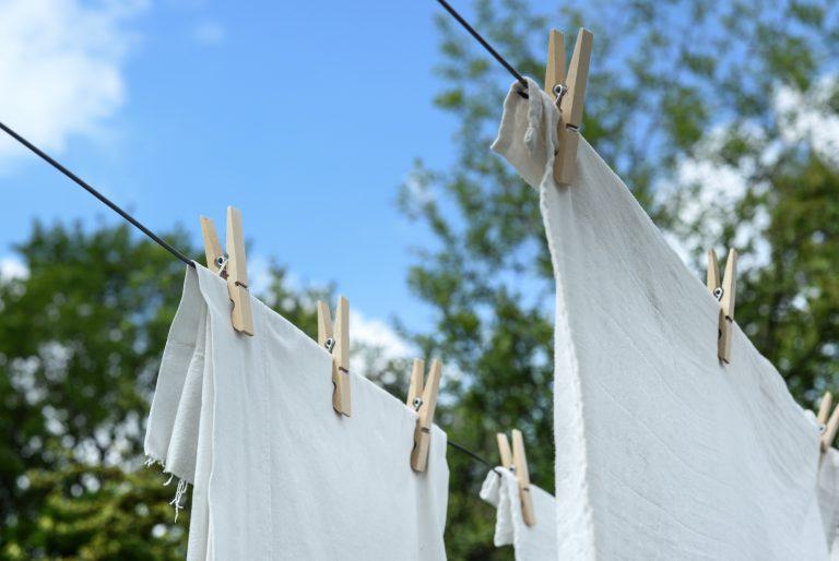 lavar la ropa con jabon natural